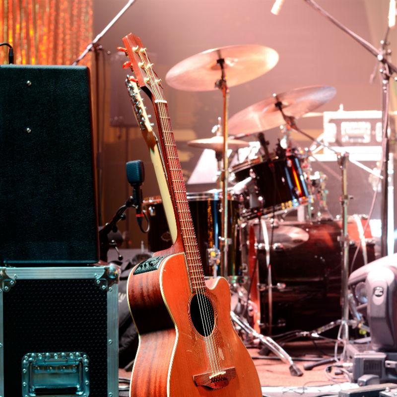 Sèche ou électrique, la guitare est un instrument fabuleux !